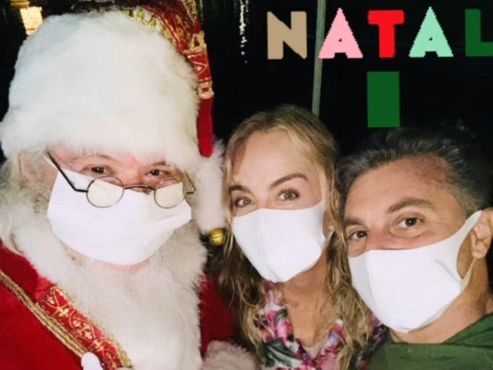 Foto que o casal Angélica e Luciano Huck tirou com o Papai Noel
